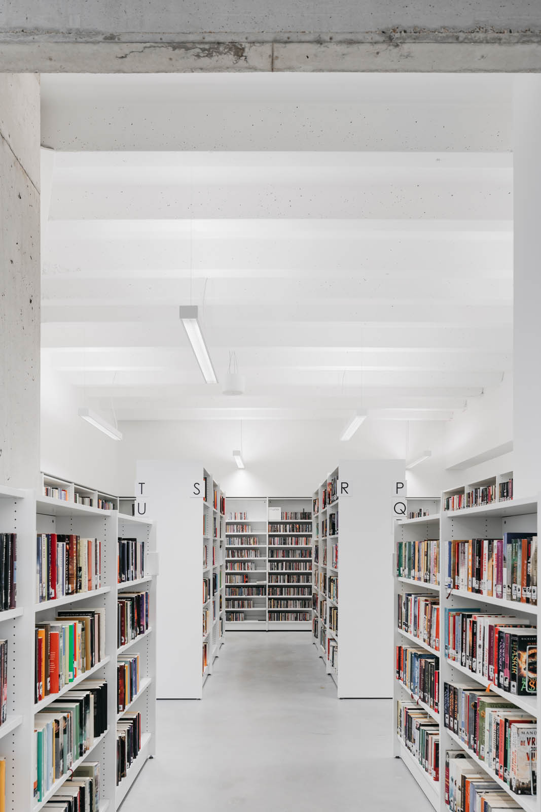 Renovation and expansion of the existing city hall and library of Nijlen by Cuypers & Q architecten.